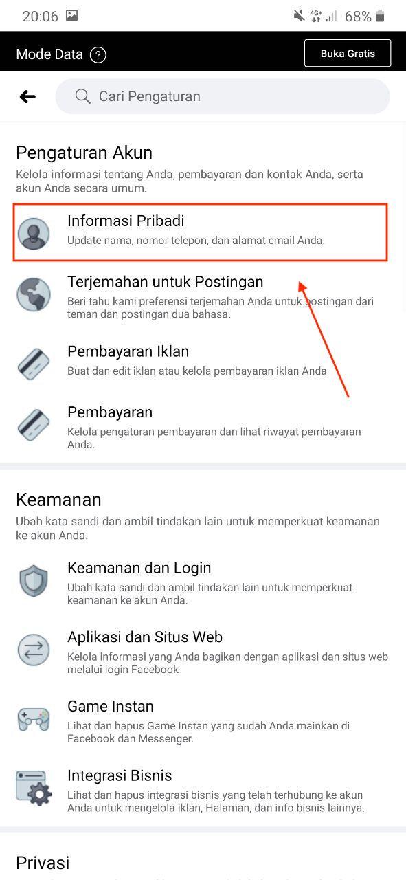 Membuka menu informasi pribadi Facebook